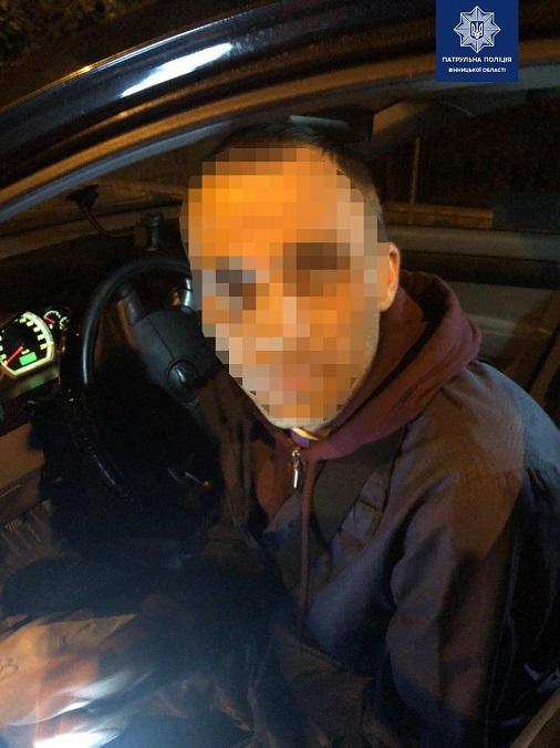 Патрульні Вінниці затримали п'яного таксиста, який пропонував хабар