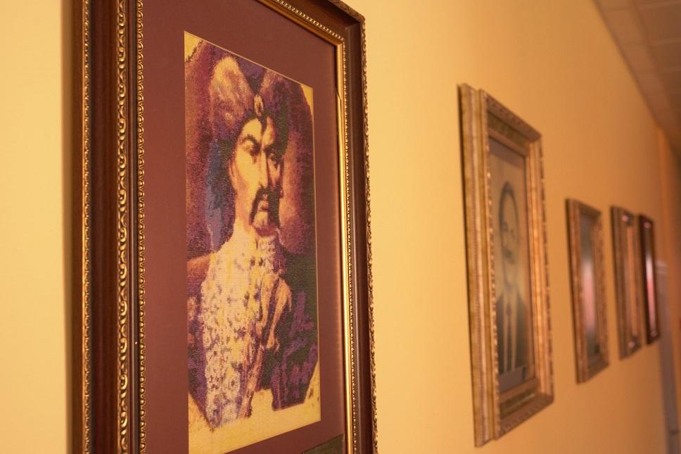 У вінницькій школі №24 експонуватимуть виставку вишитих картин (ФОТО)