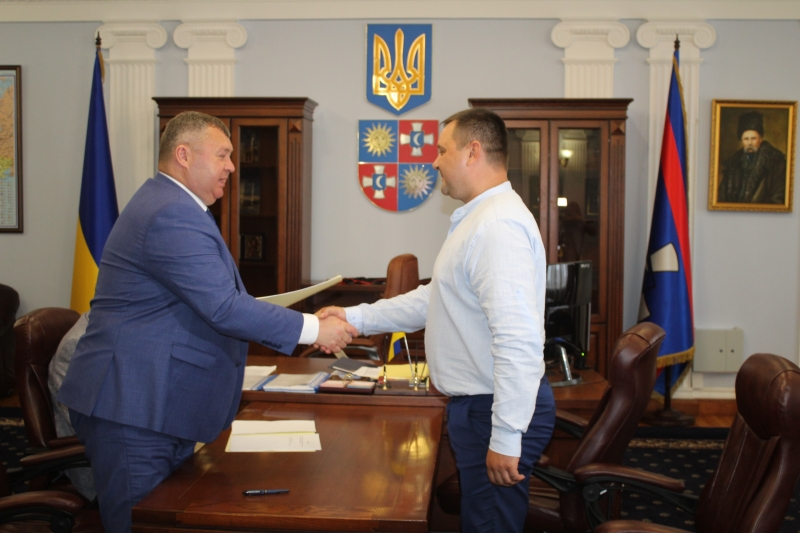 У Вінницькій обласній раді вручили контракти новим керівникам комунальних закладів освіти