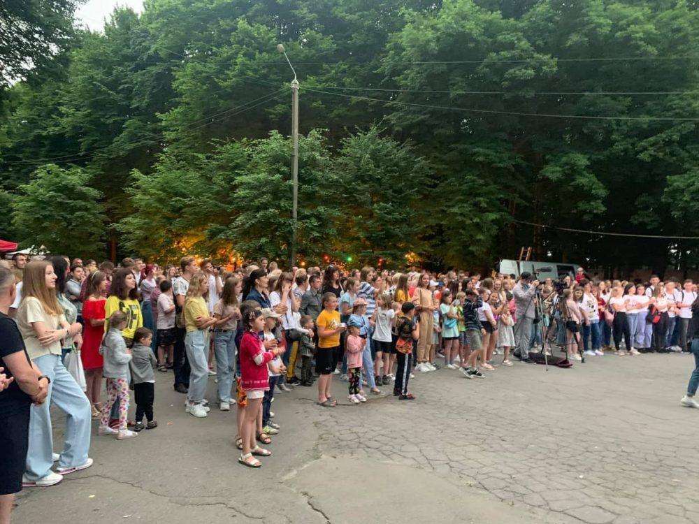 Зламати шаблони: без офіціозу, весело та драйвово святкували в Жмеринці День молоді та вітали випускників-медалістів