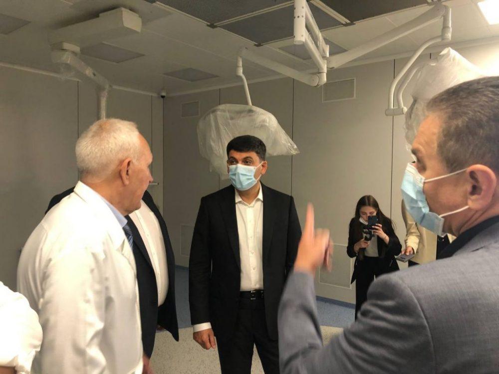 Володимир Гройсман оглянув обладнання Вінницької міської лікарні швидкої медичної допомоги №2