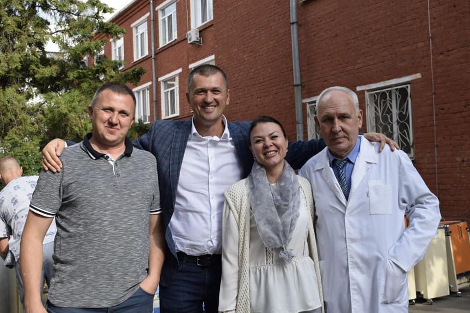 """Завдяки депутатам від """"Української Стратегії Гройсмана"""" три лікарні Вінниччини отримали німецькі ортопедичні ліжка"""